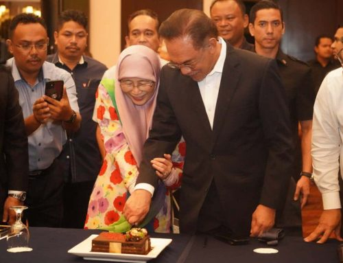 Anwar, Dr Wan Azizah celebrate 40th anniversary before meeting Agong